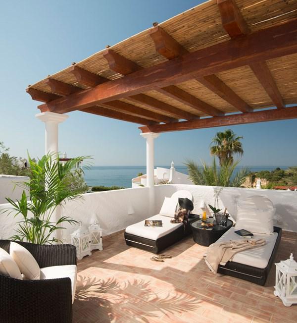 Oasis suite rooftop 1